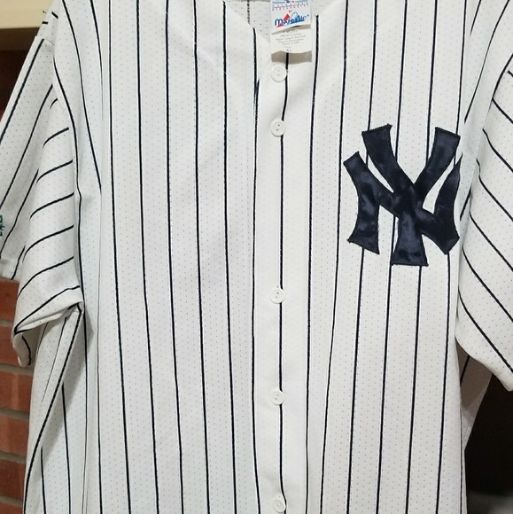 huge selection of 617a2 9ef57 Majestic NY Yankees Button Up Jersey USA 26